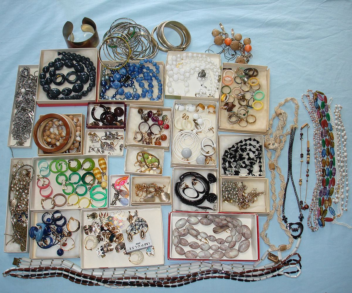 Vintage Costume Jewelry Necklaces Lot