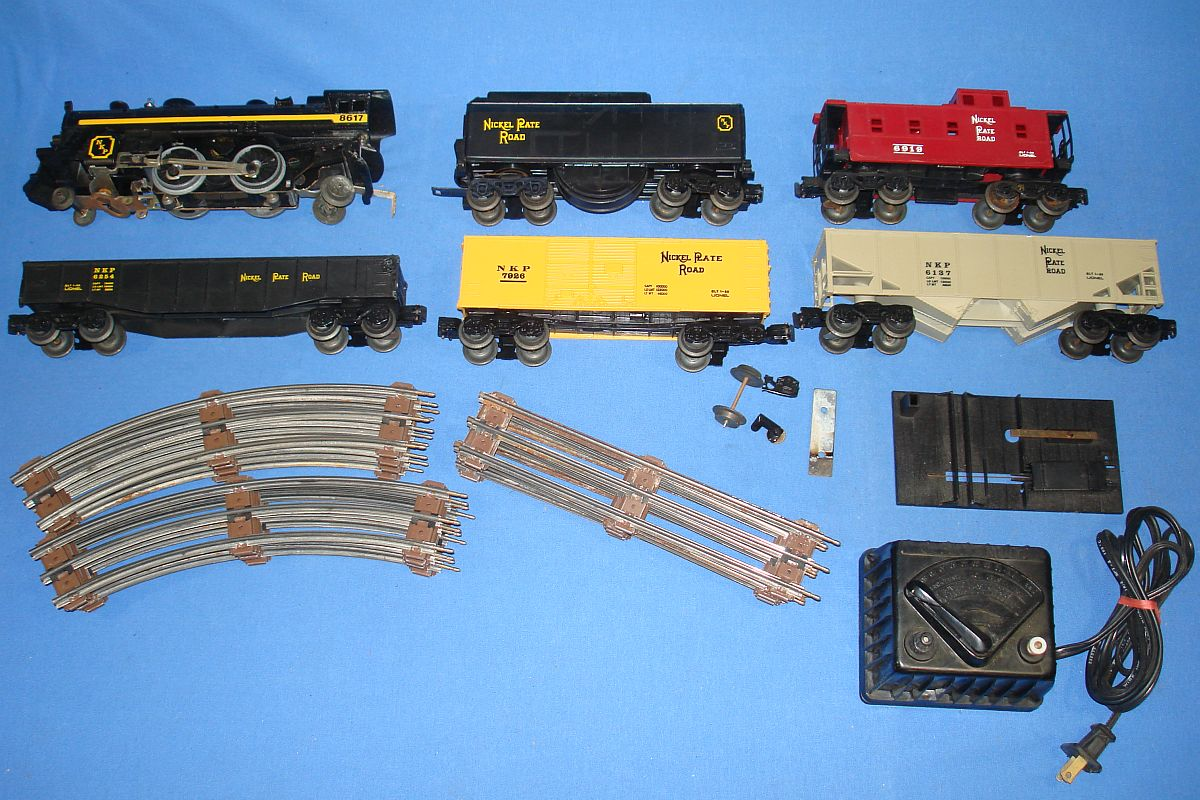 Vintage Lionel Nickel Plate Road Steam Locomotive Train Set Straight & Curved Track