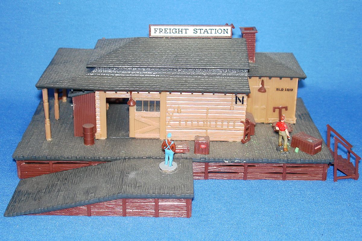 Vintage Revell Authentic Scale Buildings Farm Town