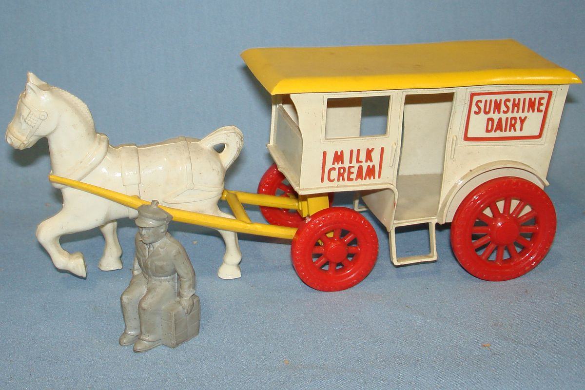 Vintage Wyandotte Milk Wagon & Horse Plastic Toy #4002 Sunshine Dairy Milk Cream