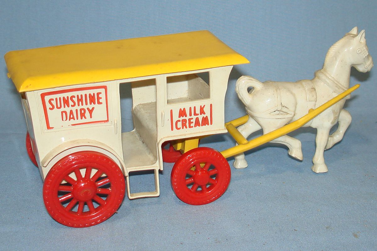 Vintage Wyandotte Milk Wagon & Horse Plastic Toy #4002 White aWagon Yellow Roof