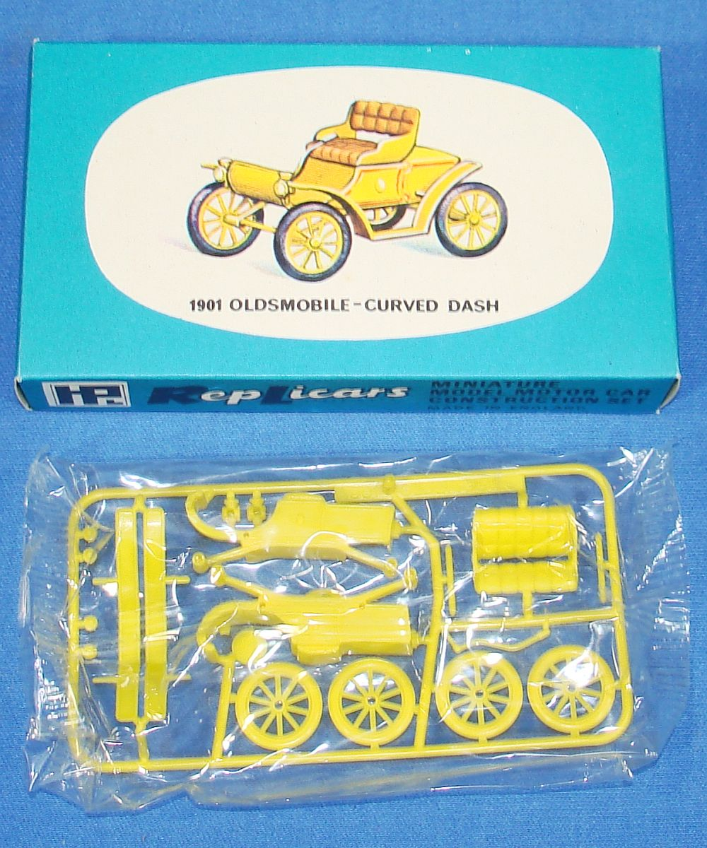 Harbutt`s Replicars Miniature Model Motor Car Construction Set Plastic Model Kit 1901 Oldsmobile Curved Dash