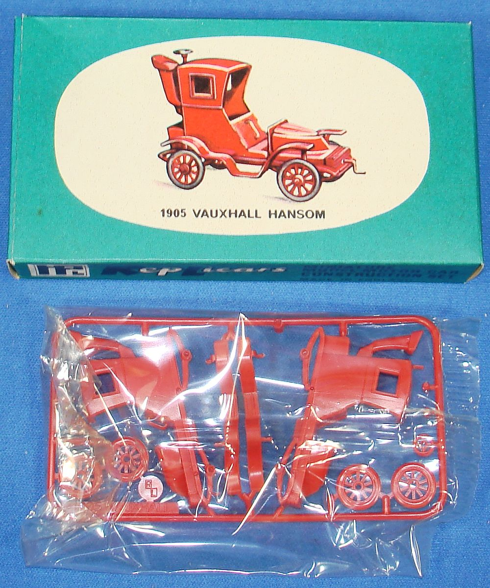 Harbutt`s Replicars Miniature Model Motor Car Construction Set Plastic Model Kit 1905 Vauxhall Hansom