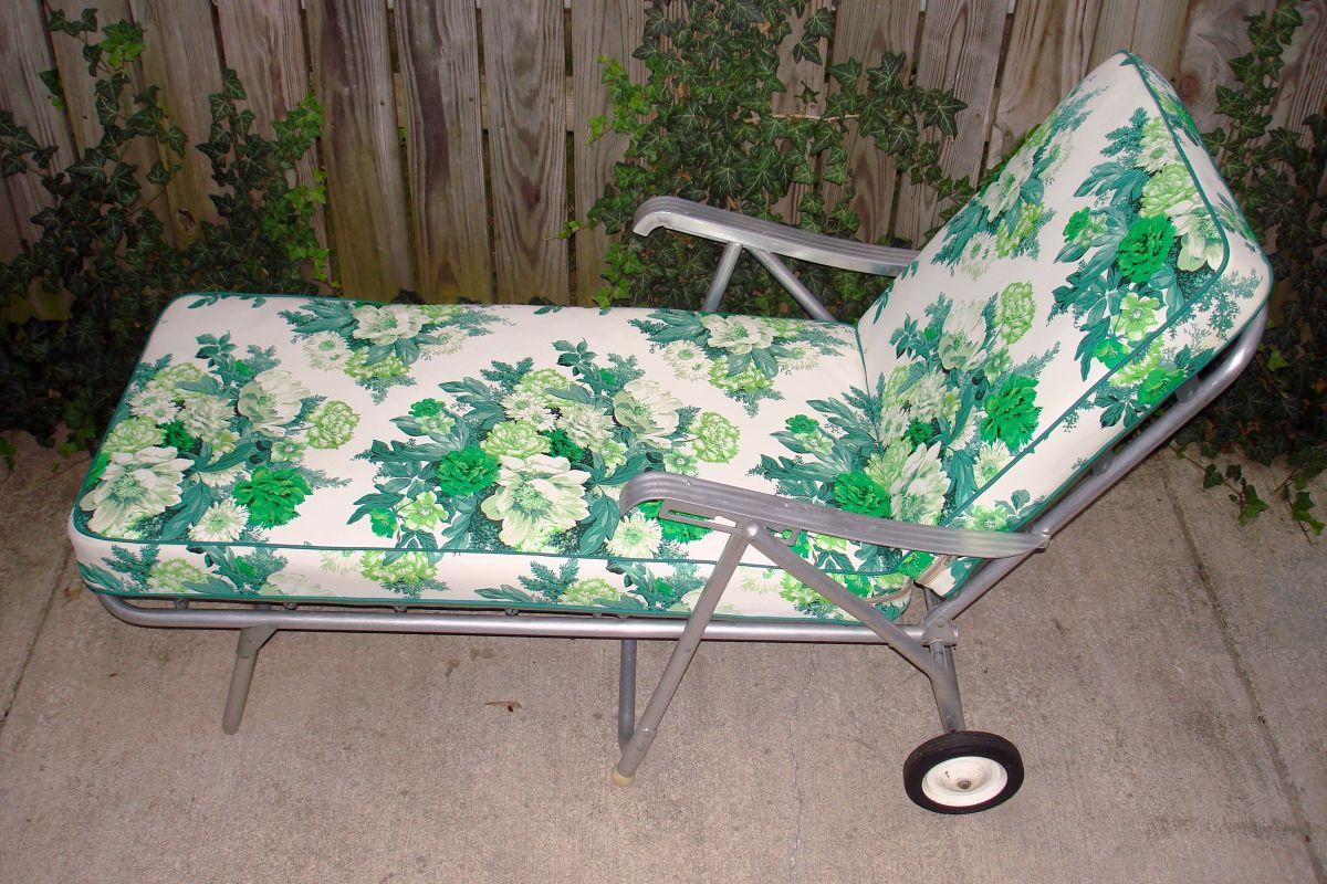 Vintage aluminum lawn patio chaise longue floral green for Chaises longues aluminium