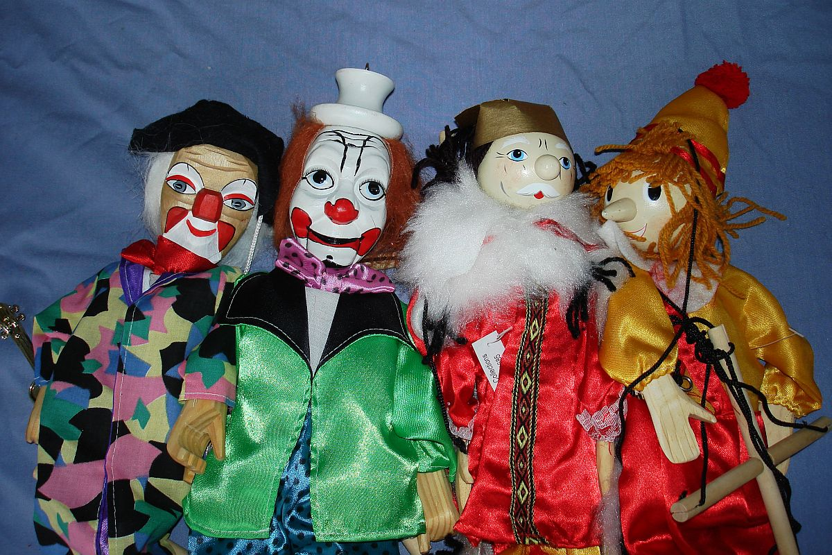 Modern Gospel Trading Inc Made In China Marionettes Puppets Clowns King Pinocchio