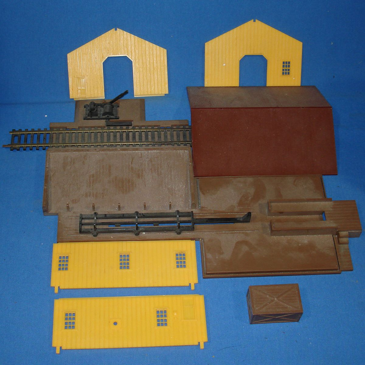 AHM HO Model Railroading Train Track Building Walls
