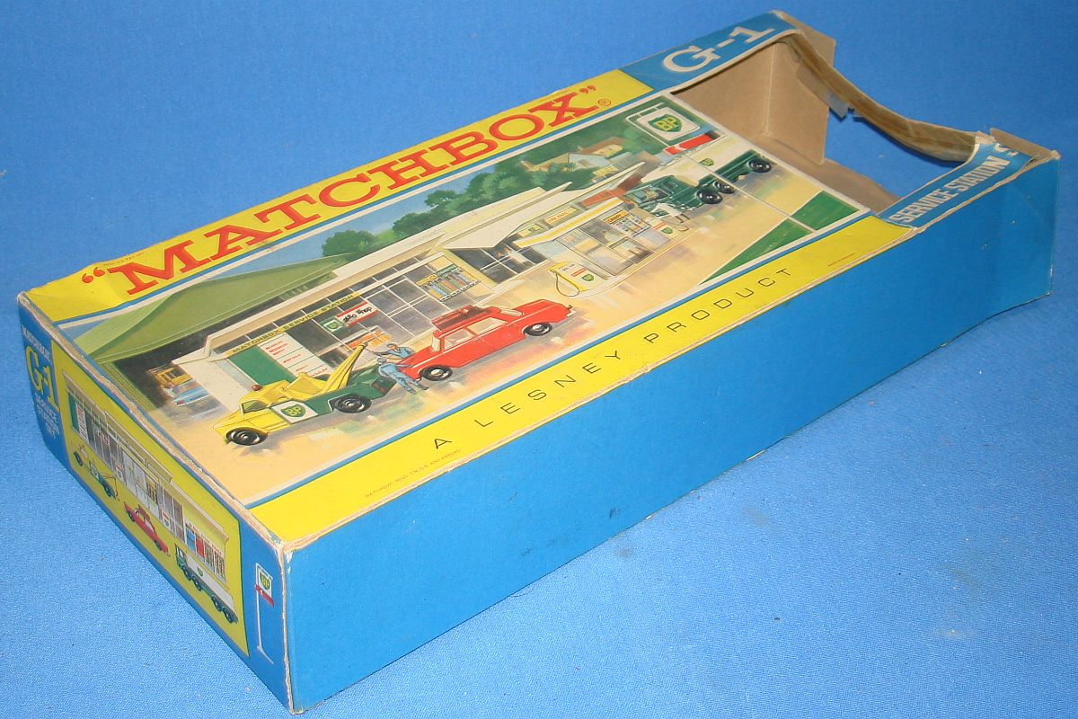 Vintage Matchbox Lesney G-1 BP British Petroleum Service Station Set Obverse