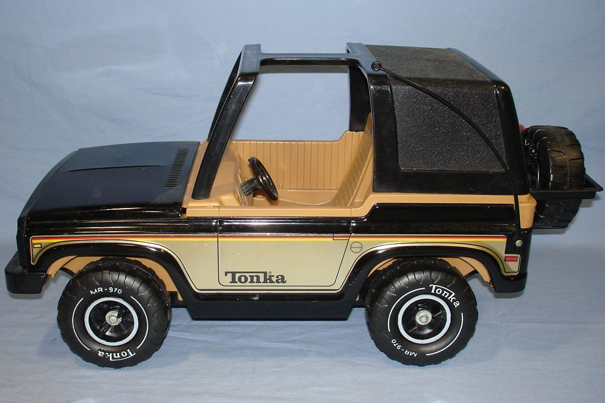 Vintage 1970s Pressed Steel Tonka Black Jeep MR 970 Driver