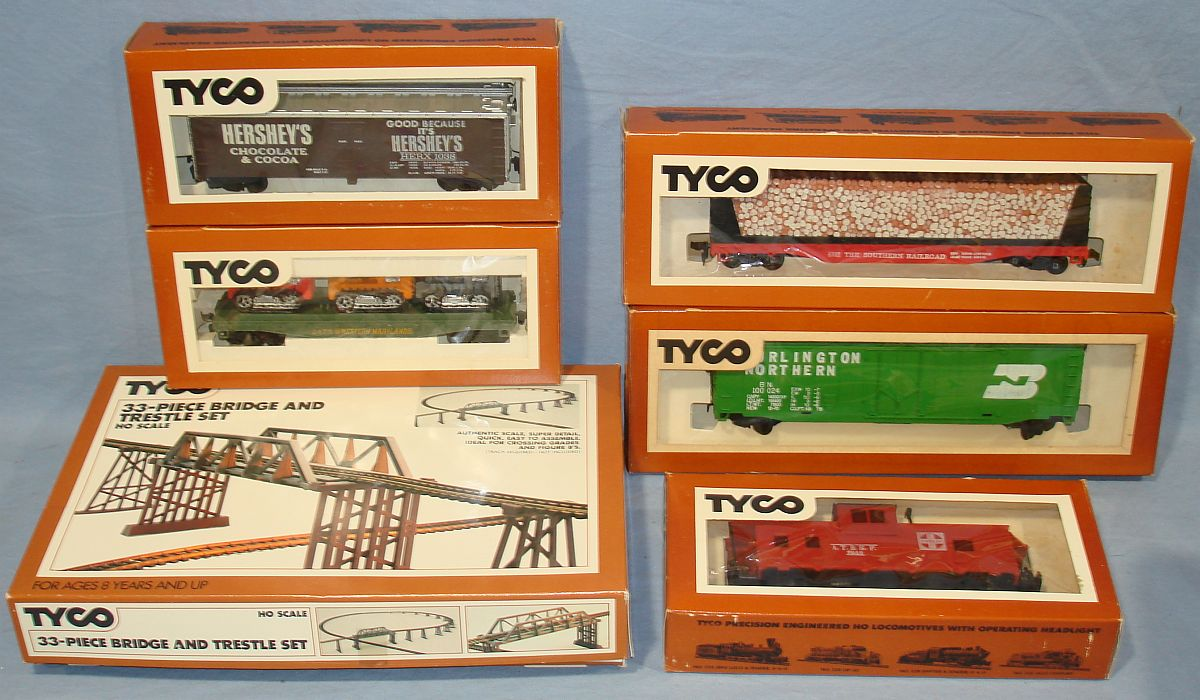Vintage Tyco Model Railroad Trains Lot Boxcars Skid Flat Caboose Pulpwood Car Trestle Set