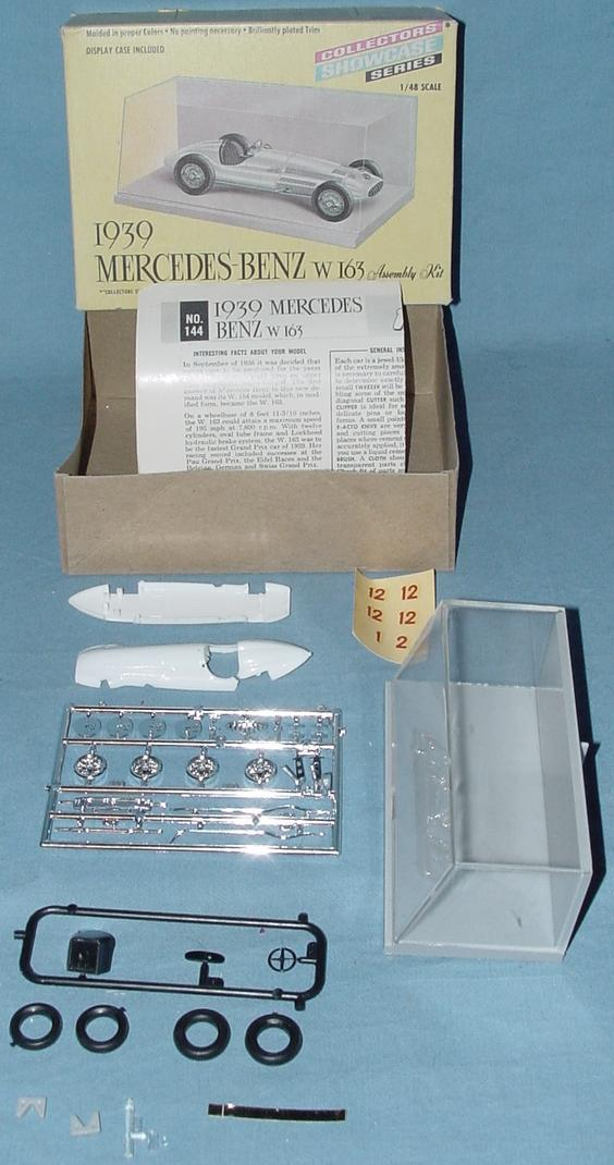 Renwal Collectors Showcase Series Mercedes Benz W163 Kit Contents