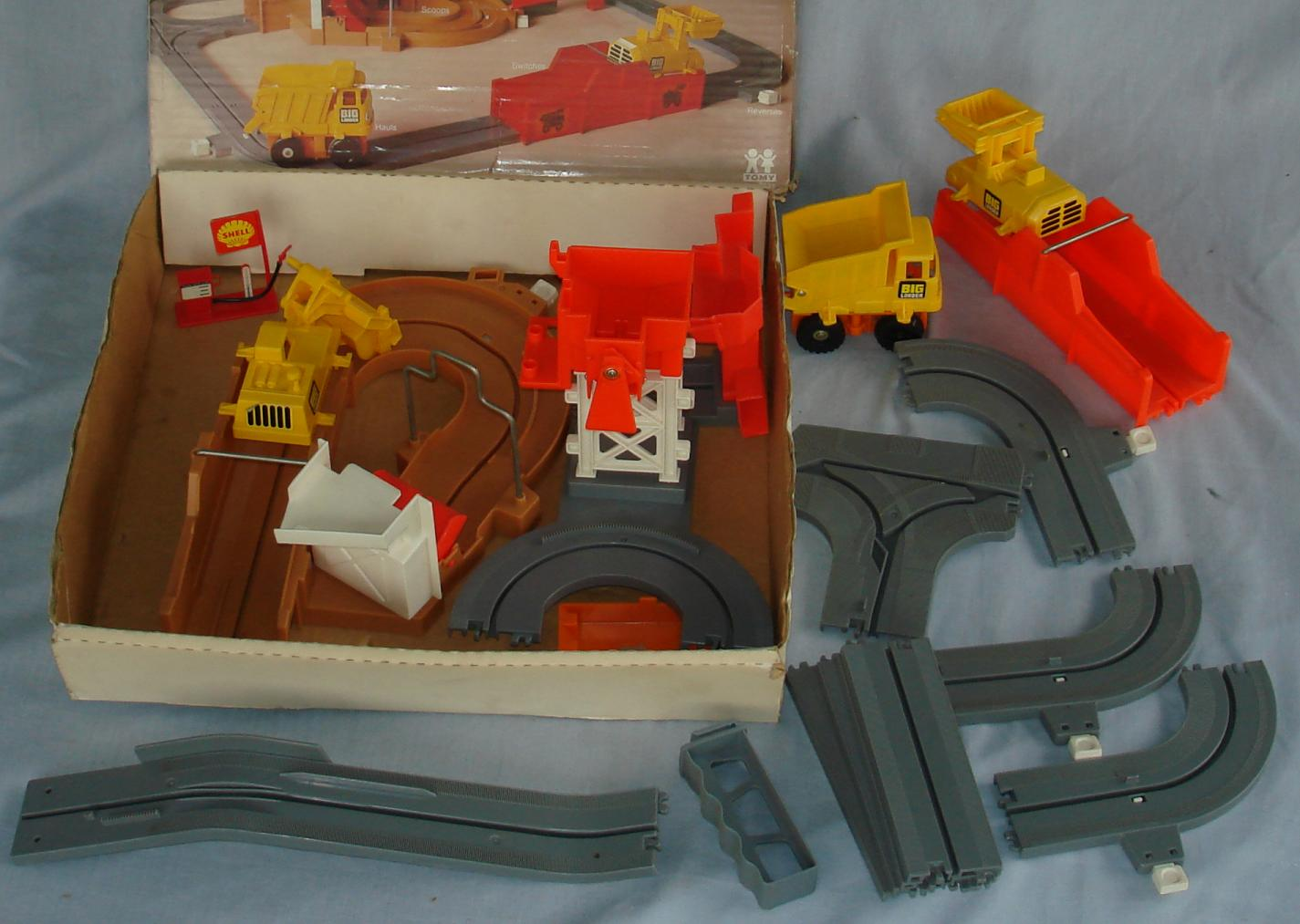 Tomy Big Loader Construction Set #5001 Track Contents