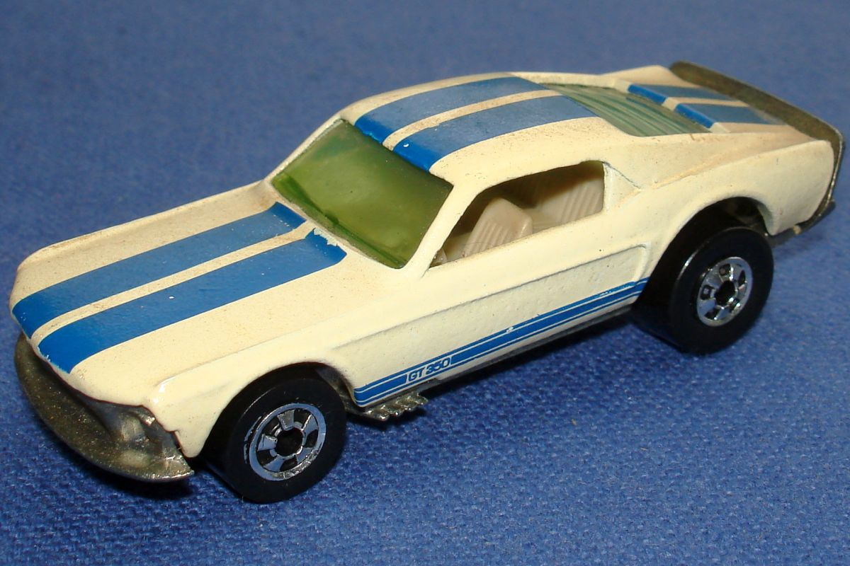 Mattel Hot Wheels Diecast Ford Mustang Stocker GT 350 Hood