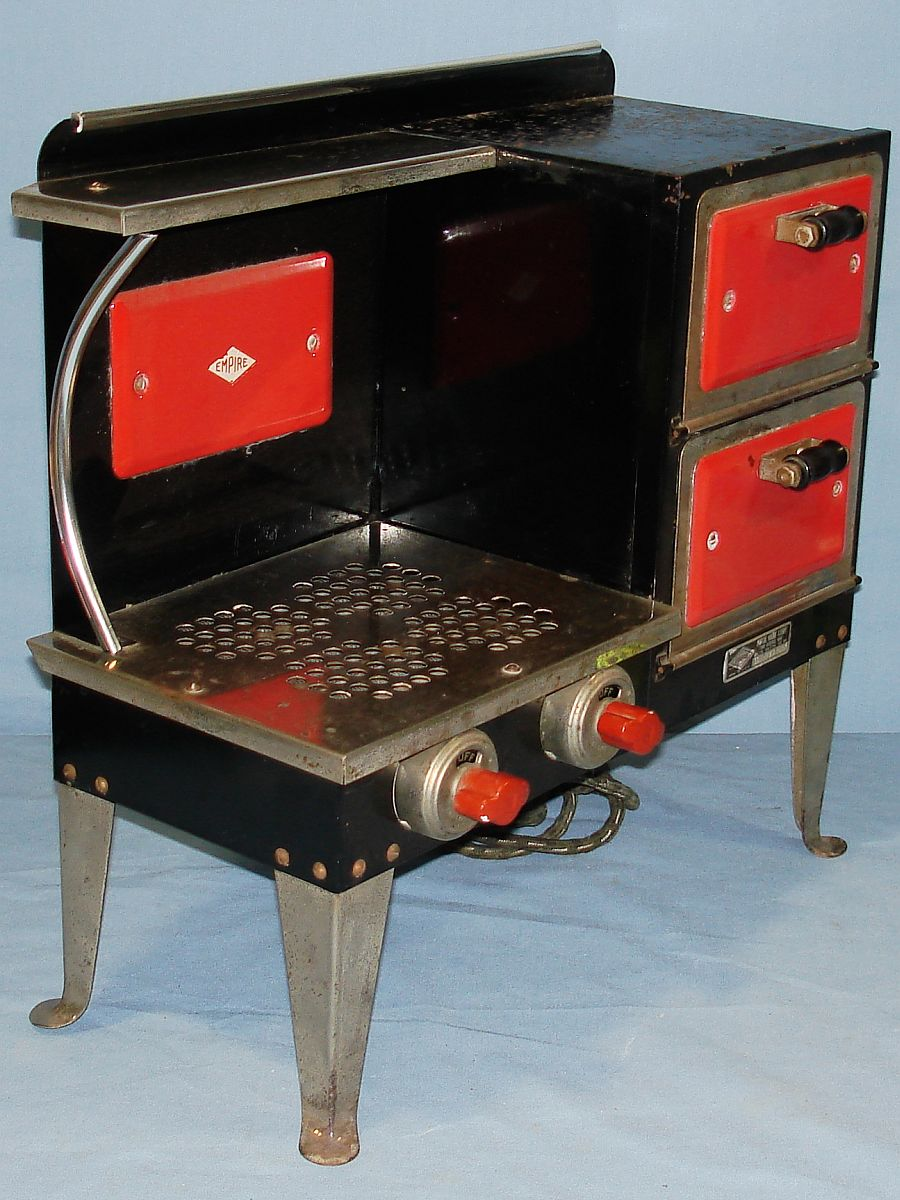 Vintage Metal Ware Corporation Empire Toy Electric Stove B27 Knobs
