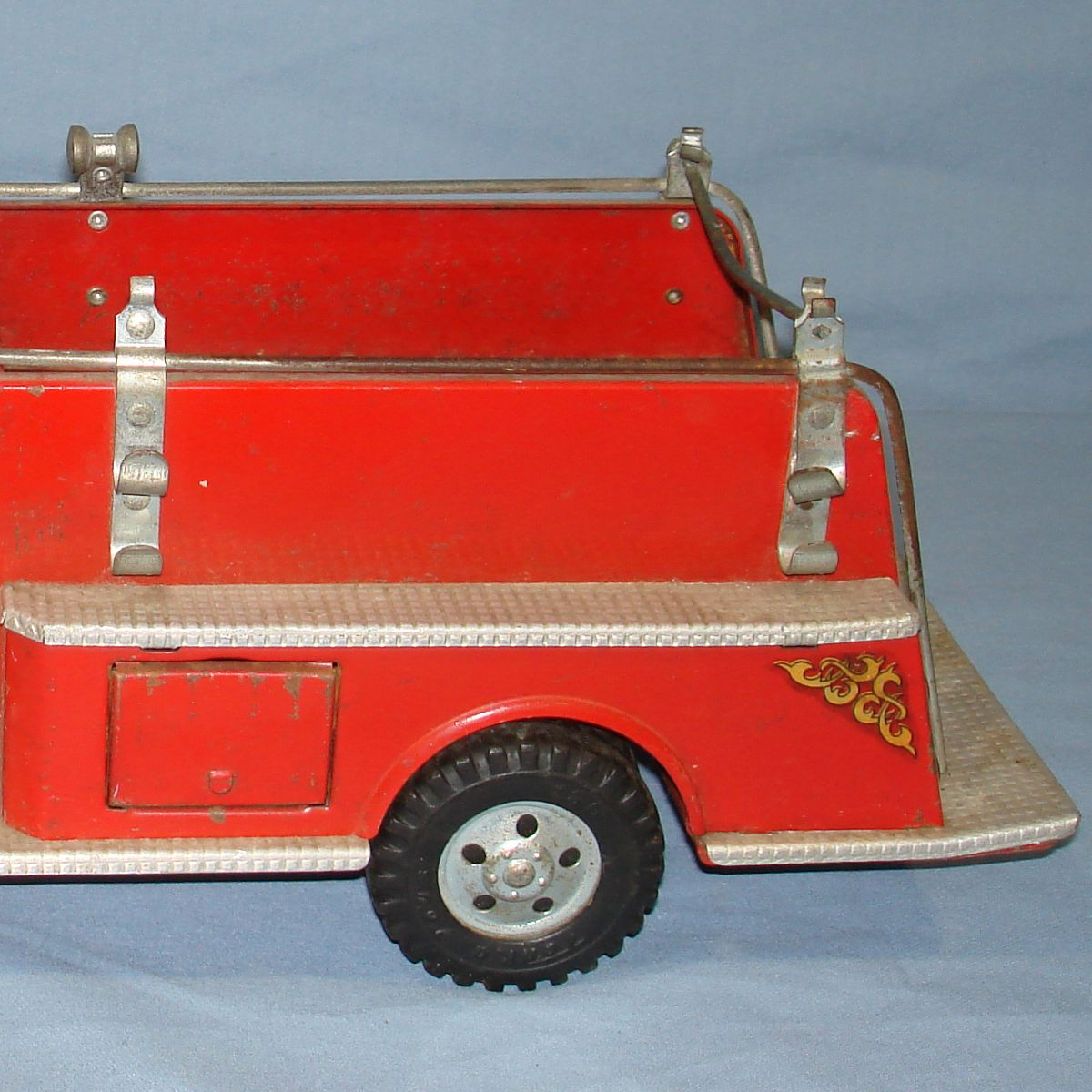 Vintage Tonka Fire Department Suburban Pumper #950 Pressed Steel Truck Platform