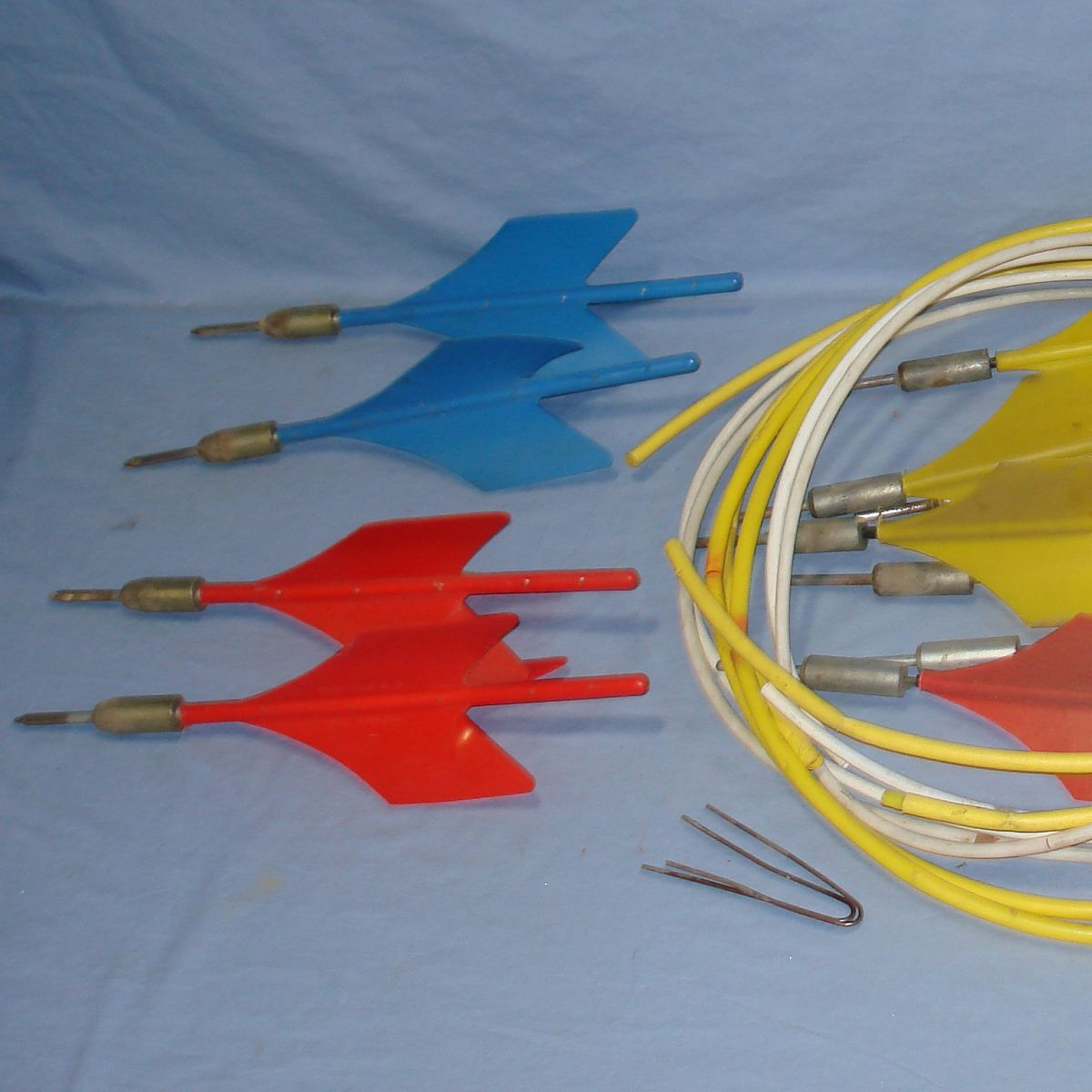 Vintage Lawn Jarts Yellow Blue Red Plastic Flights Metal Tips Target Rings Left
