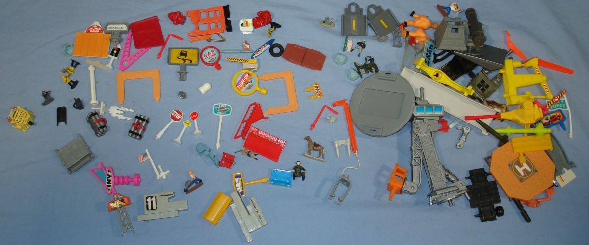 Galoob Micro Machines Play Set Buildings Vehicles Collection Lot Right