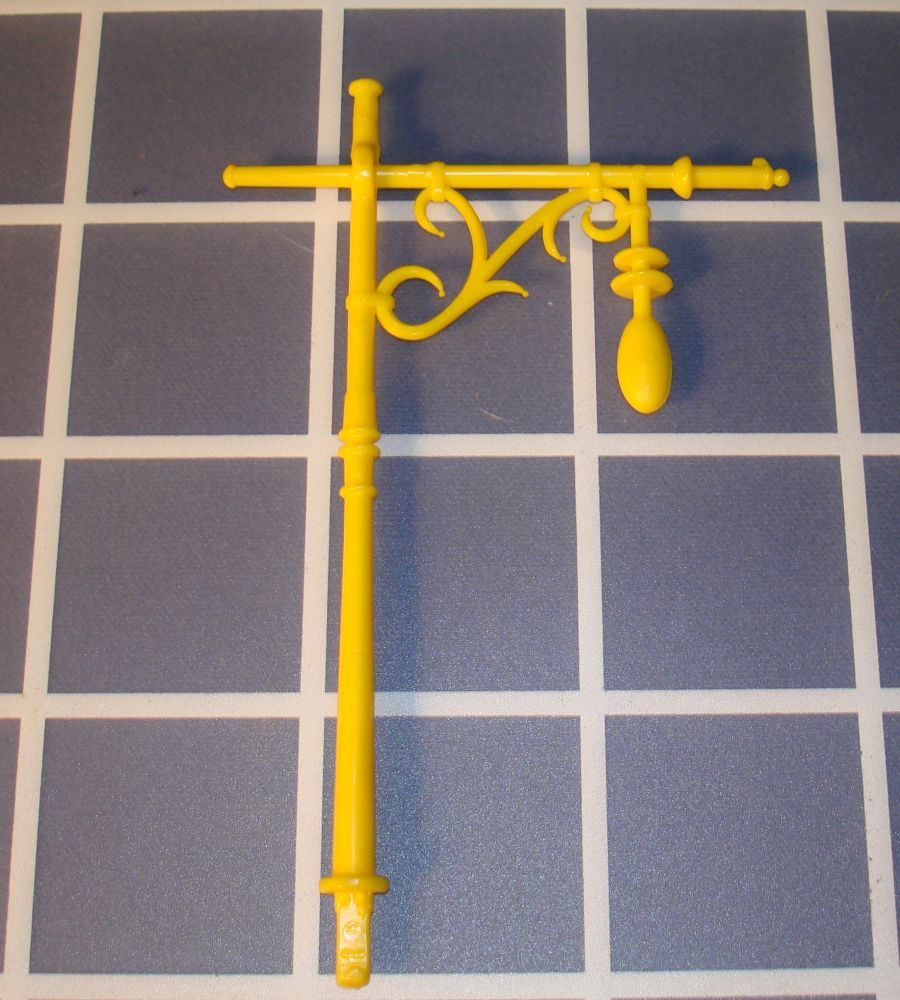 Ideal Mouse Trap Game Piece Yellow Lamp Post