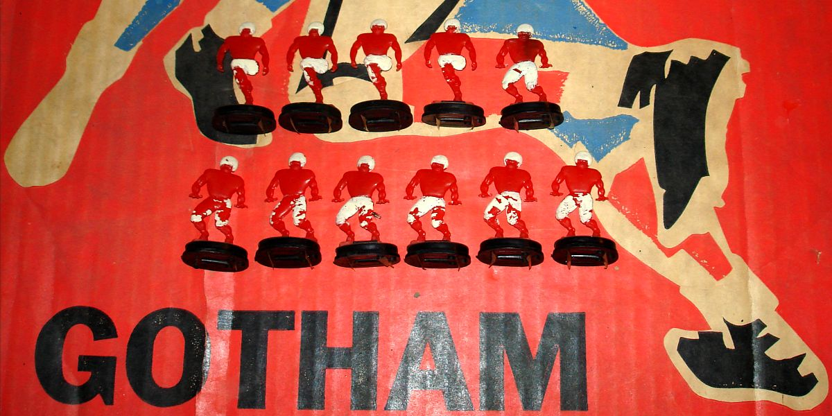 Vintage Gotham Pressed Steel Corporation Electric Football Game G880 Team Bases Red Players