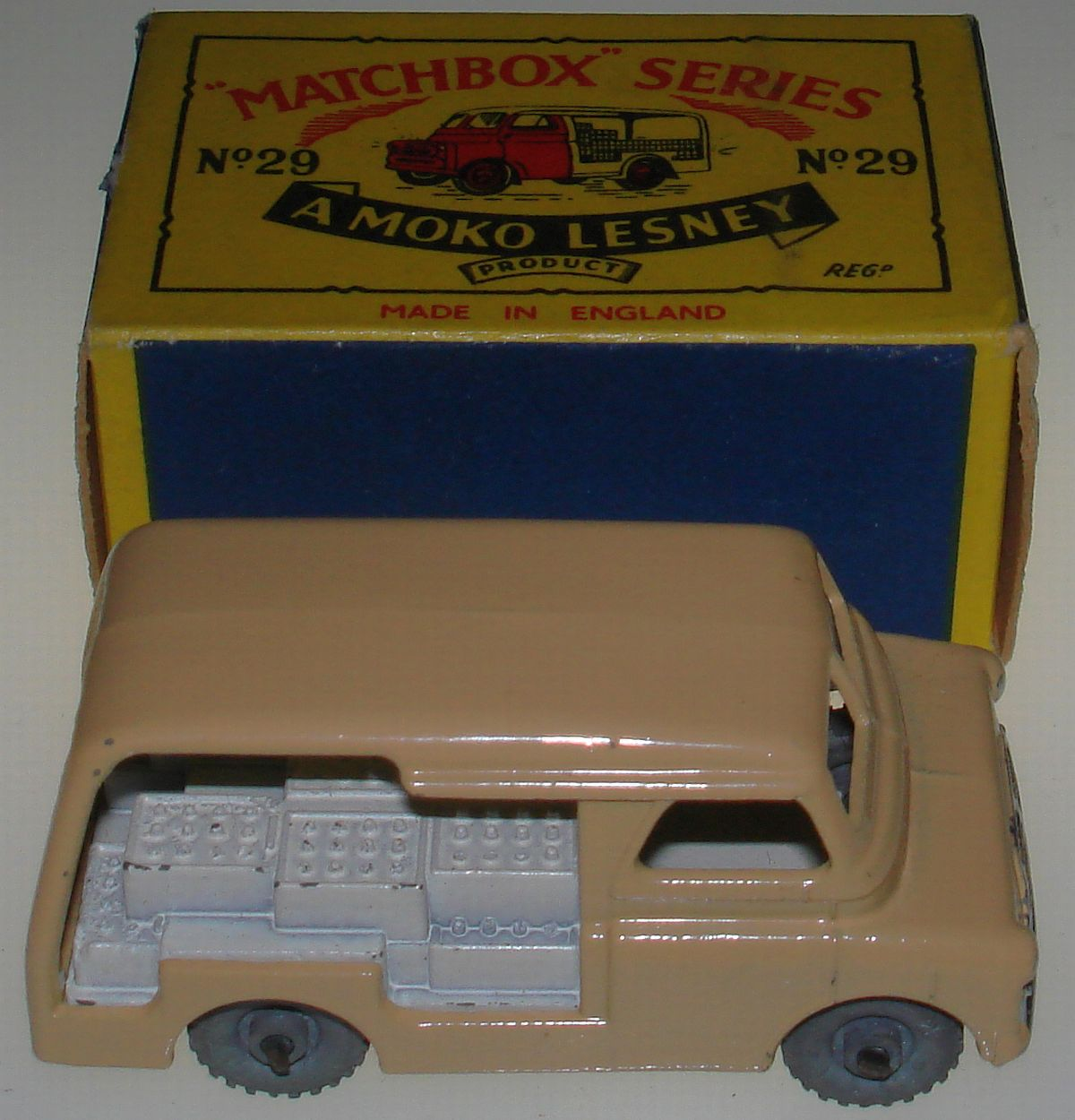 Vintage Matchbox Moko Lesney Grey Wheel Bedford Milk Delivery Van 29 Box