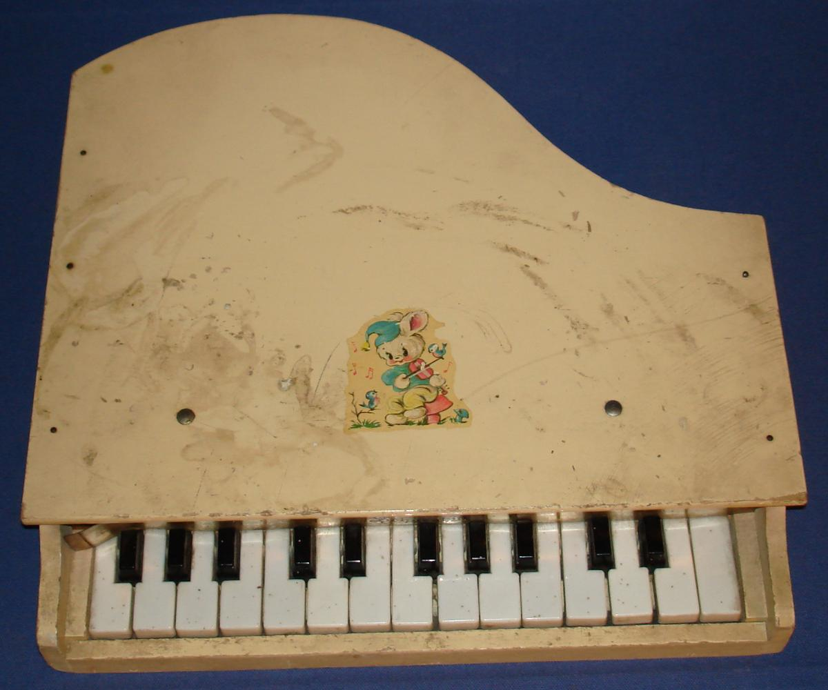 Schoenhut Childrens Wooden Toy Piano 15