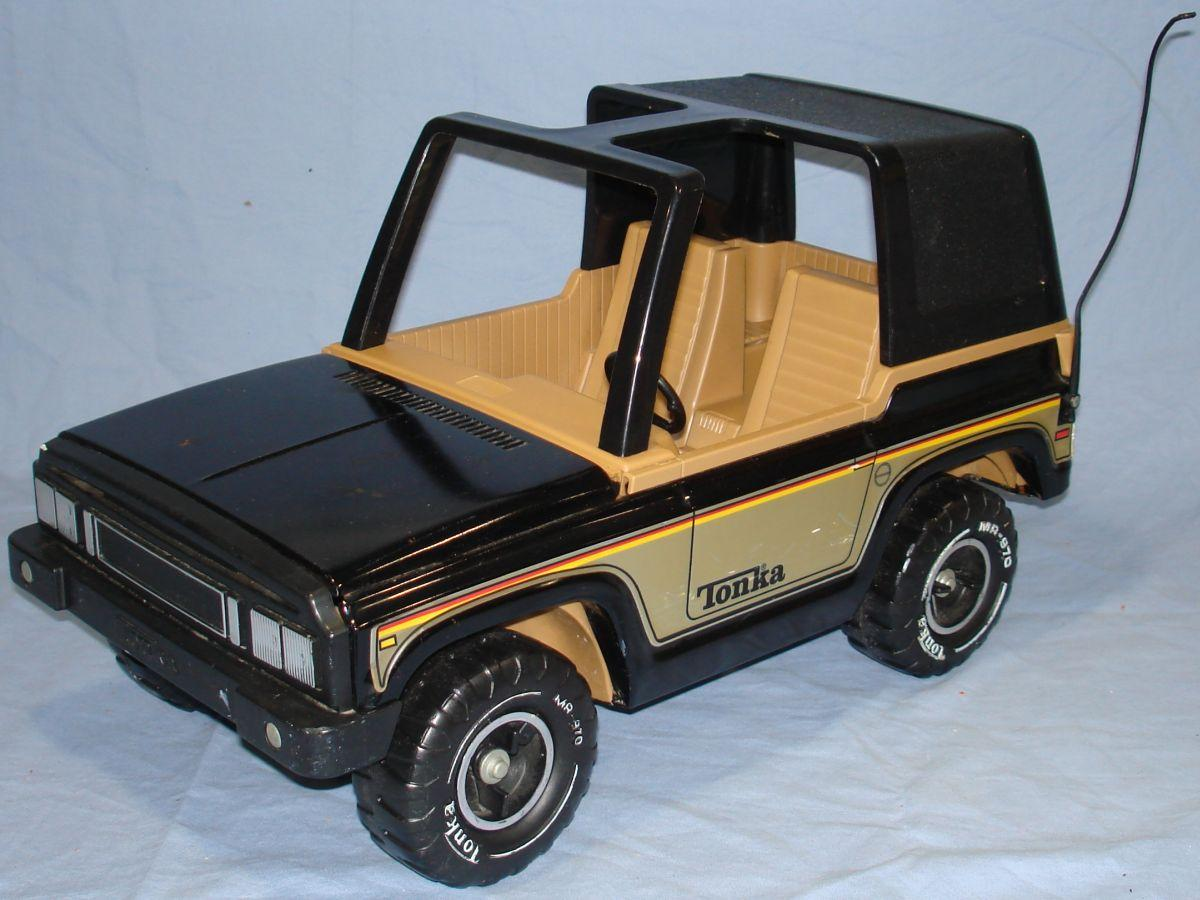 Vintage 1970s Pressed Steel Tonka Black Jeep MR 970 Driver