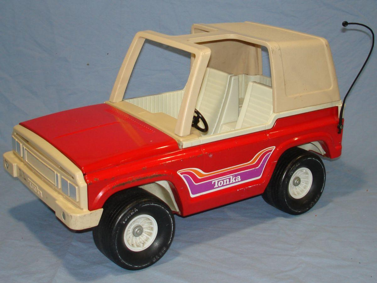 Vintage 1970s Pressed Steel Tonka Red Jeep 835 TR Driver