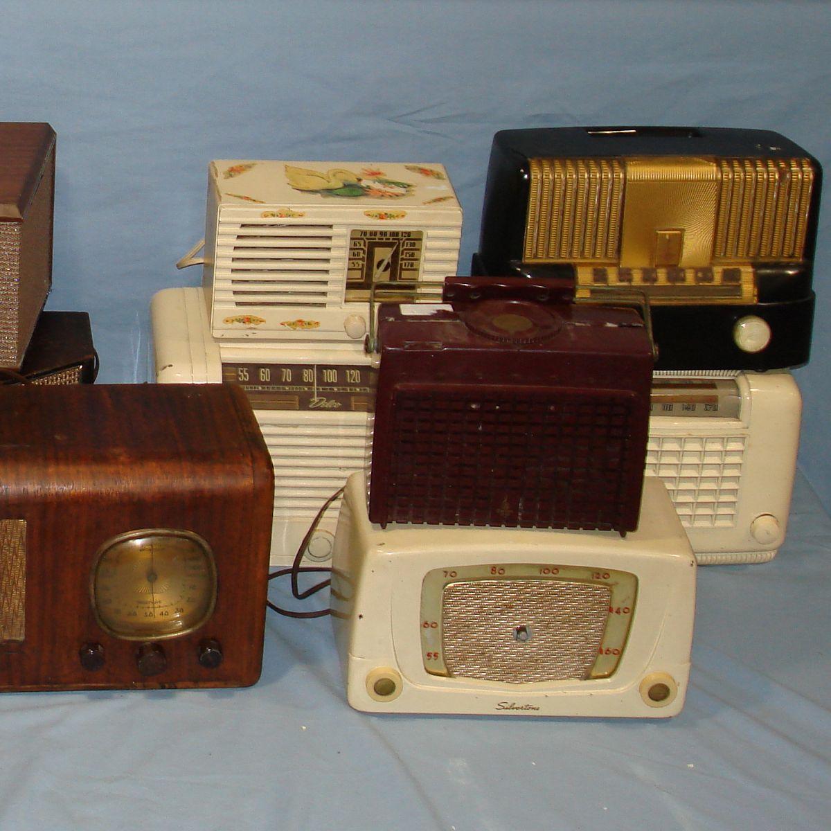 Emerson vintage radio baby get